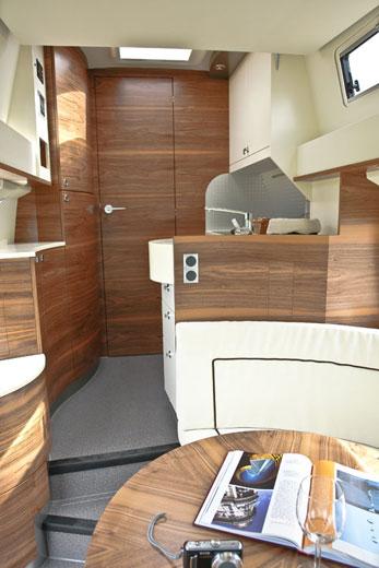 kubus reisemobile reisemobil kubus impuls. Black Bedroom Furniture Sets. Home Design Ideas